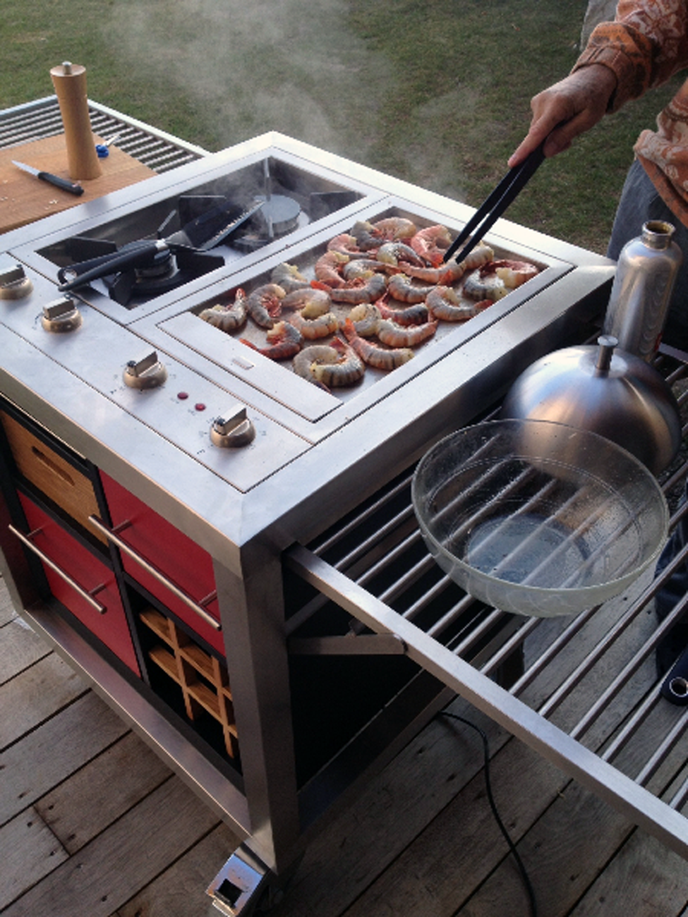 DesignApplause | Cuebe grill. Robust outdoor brands.