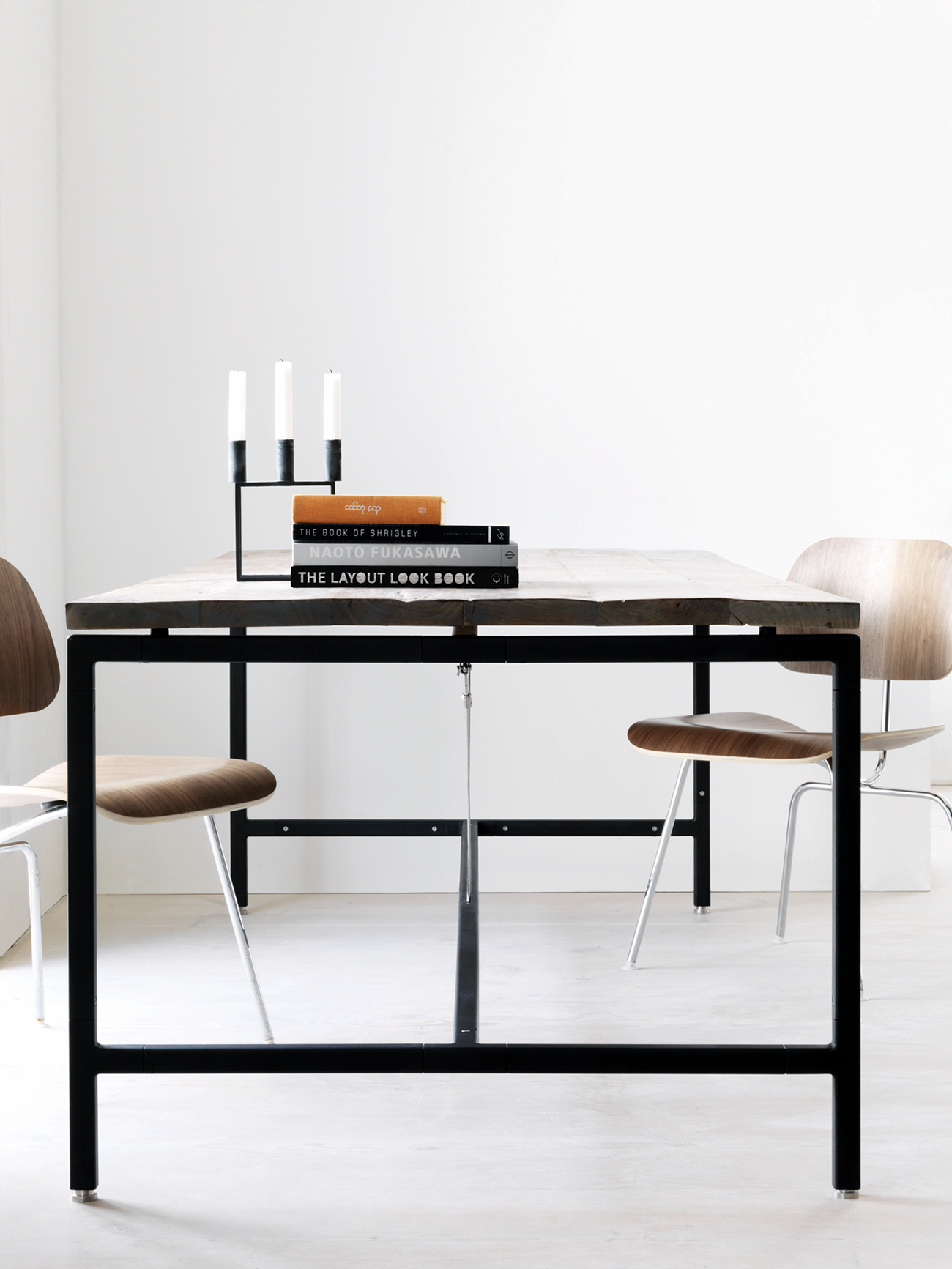 DesignApplause | Vipp table.