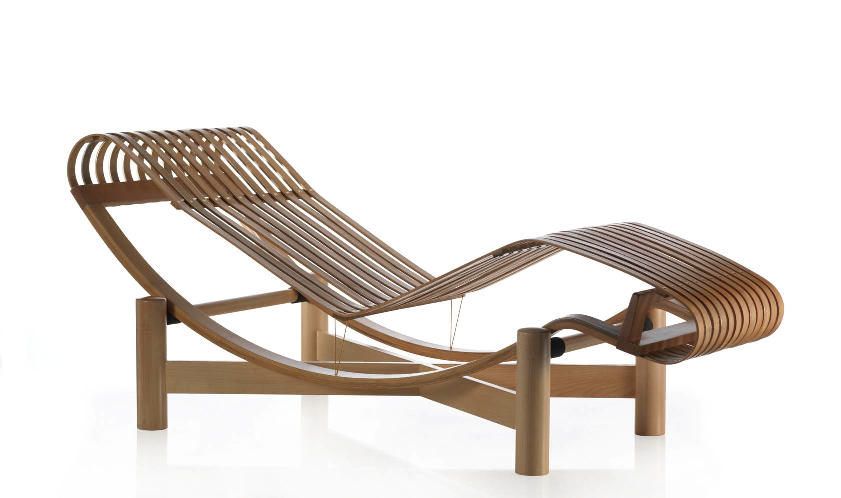 designapplause outdoor tokyo chaise longue charlotte perriand. Black Bedroom Furniture Sets. Home Design Ideas